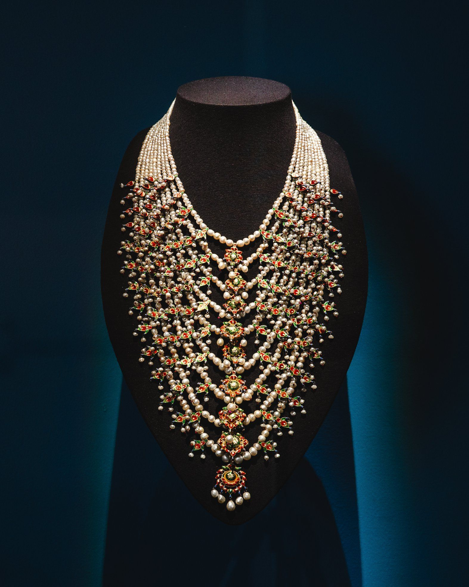 Necklace with 1888 pearls