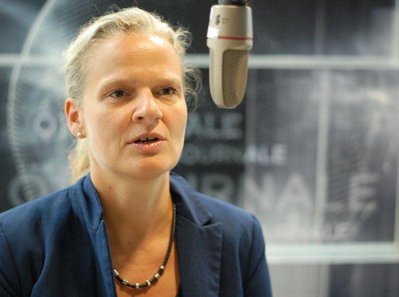 Gelbmann talking into microphone
